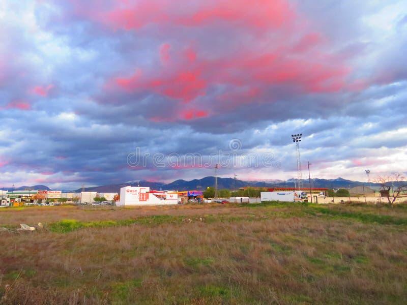 Заход солнца в городе стоковые фотографии rf