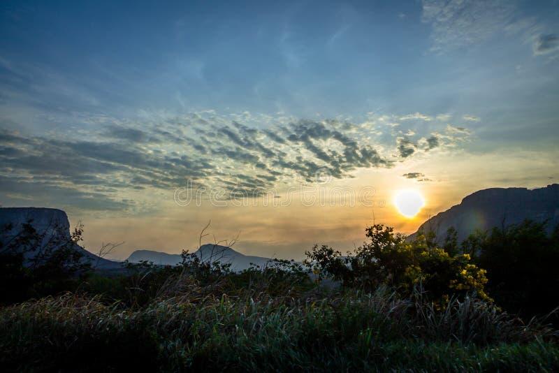 Заход солнца в национальном парке Chapada Diamantina - Бахи, Бразилии стоковые фотографии rf