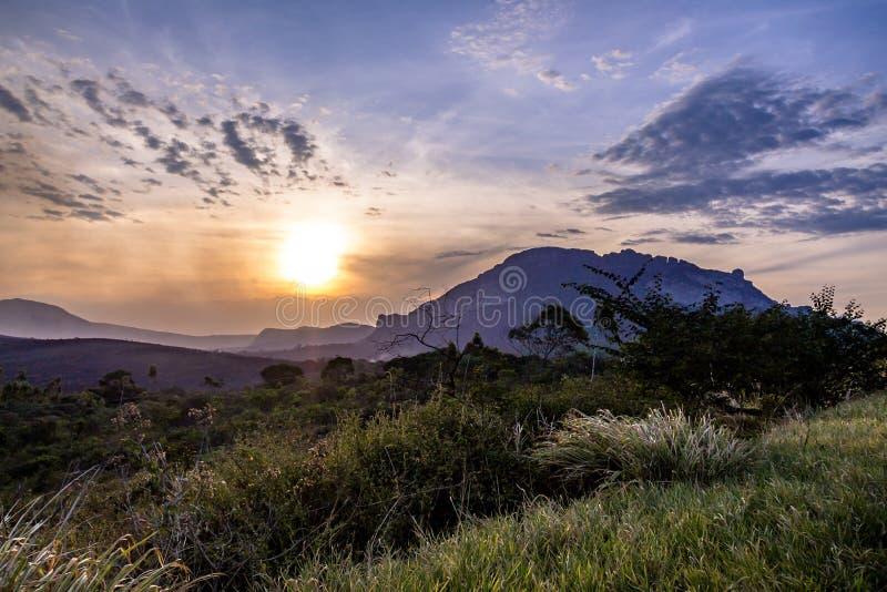 Заход солнца в национальном парке Chapada Diamantina - Бахи, Бразилии стоковое фото rf
