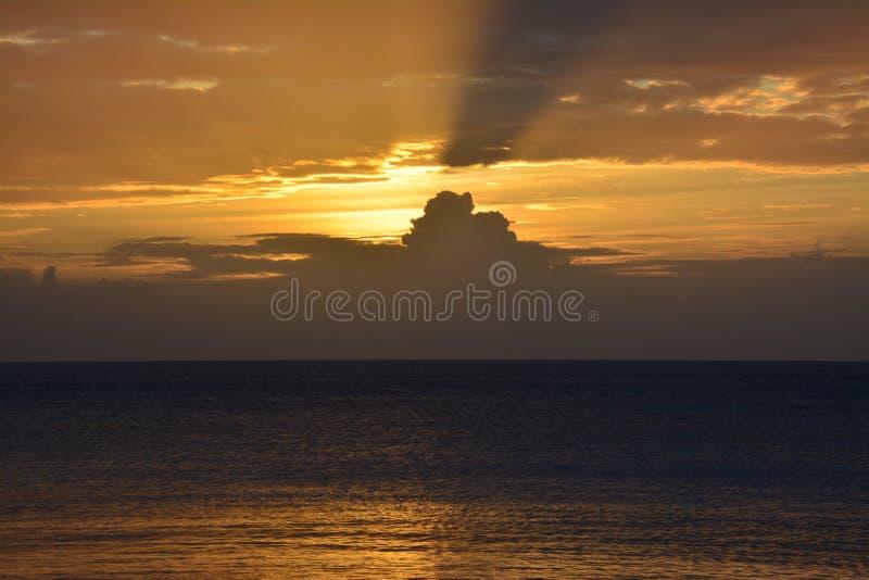 Заход солнца в Острова Фиджи стоковая фотография