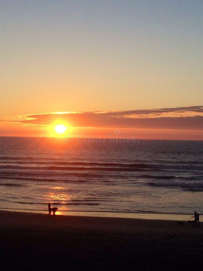Заход солнца вдоль побережья Калифорнии стоковые фотографии rf