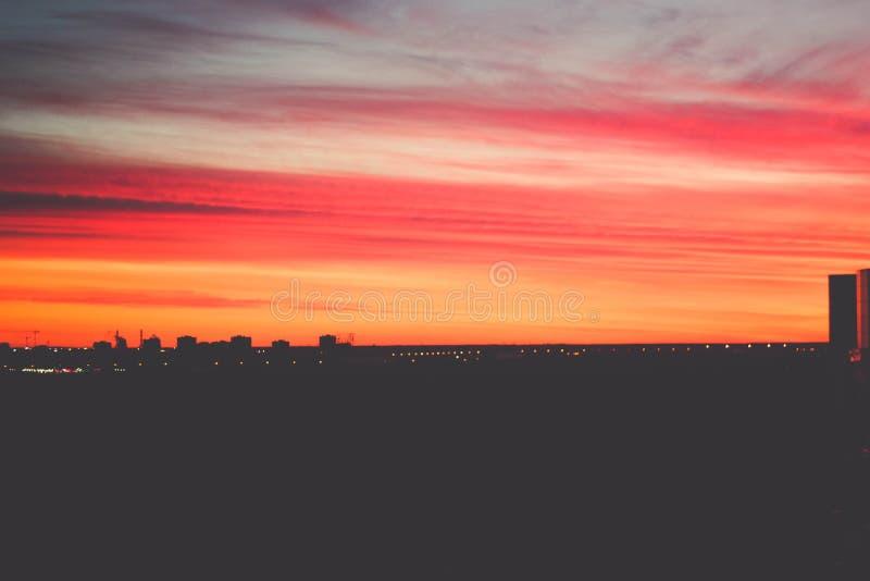 Заход солнца в Санкт-Петербурге стоковое изображение rf