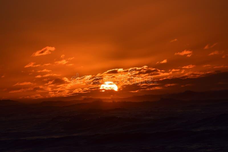 Заход солнца в северном береге, Гаваи стоковые изображения