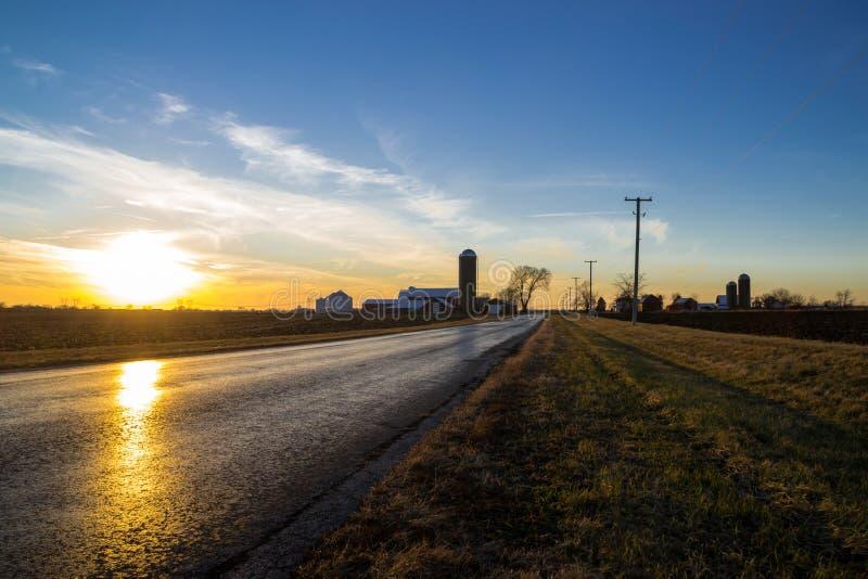 Заход солнца в сельской местности стоковые фотографии rf