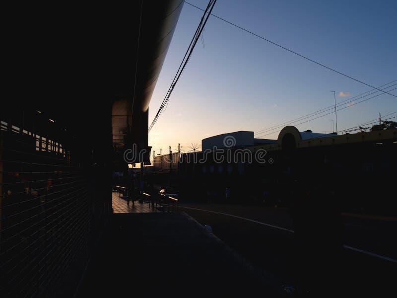 Заход солнца в San Fernando, Тринидаде стоковое изображение rf