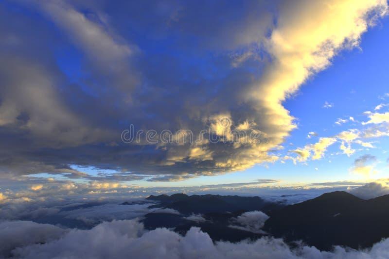 Заход солнца в yushan национальном парке Тайване стоковые изображения