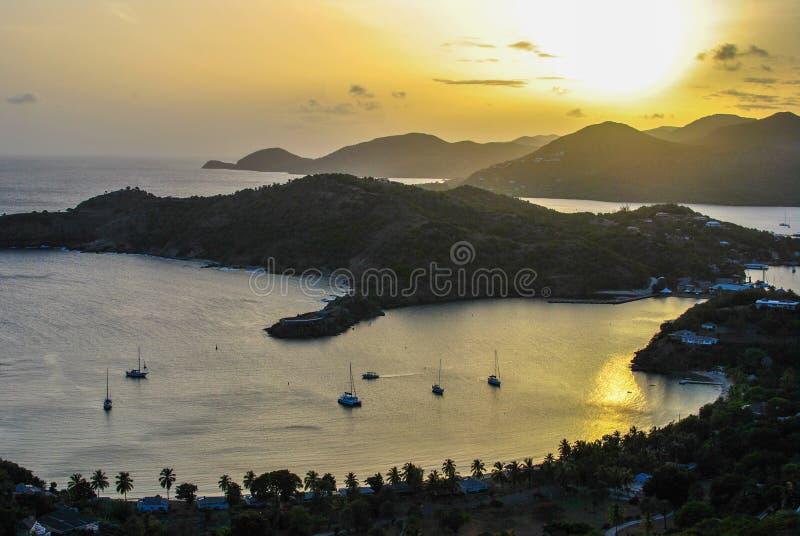 Заход солнца гавани острова океана стоковая фотография