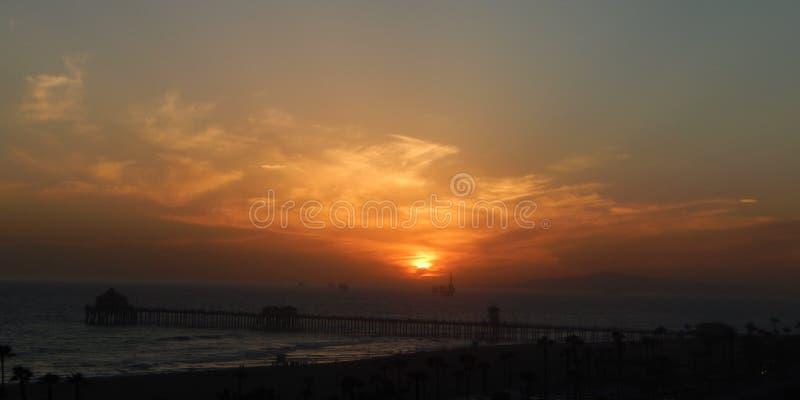 Заход солнца горизонта на пляже стоковая фотография