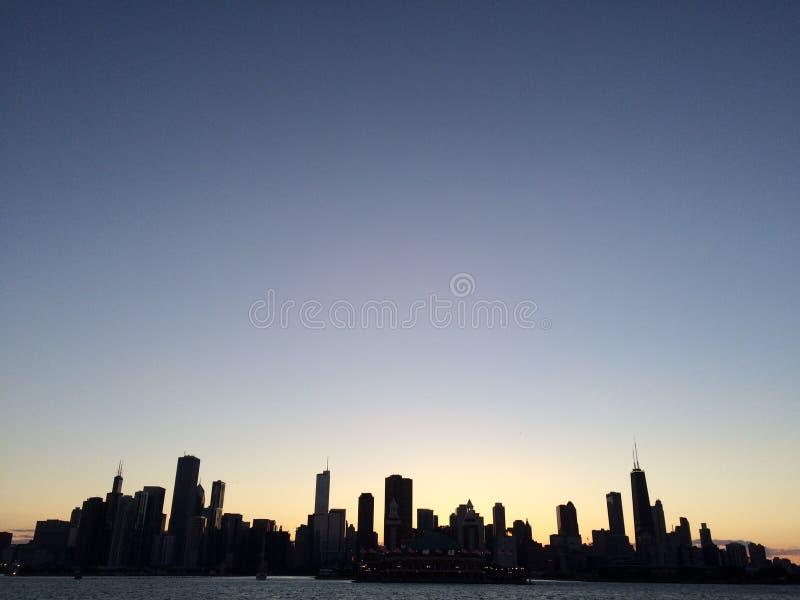 заход солнца горизонта chicago стоковая фотография