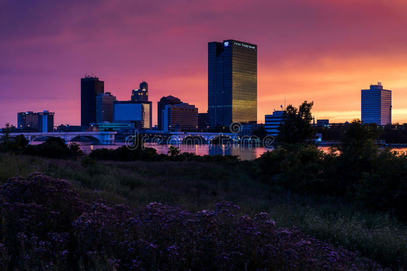Заход солнца - городской Toledo, Огайо стоковое изображение rf