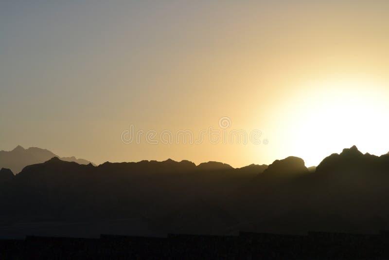 Заход солнца - горы - Dahab - море - Египет - гостиницы стоковая фотография rf