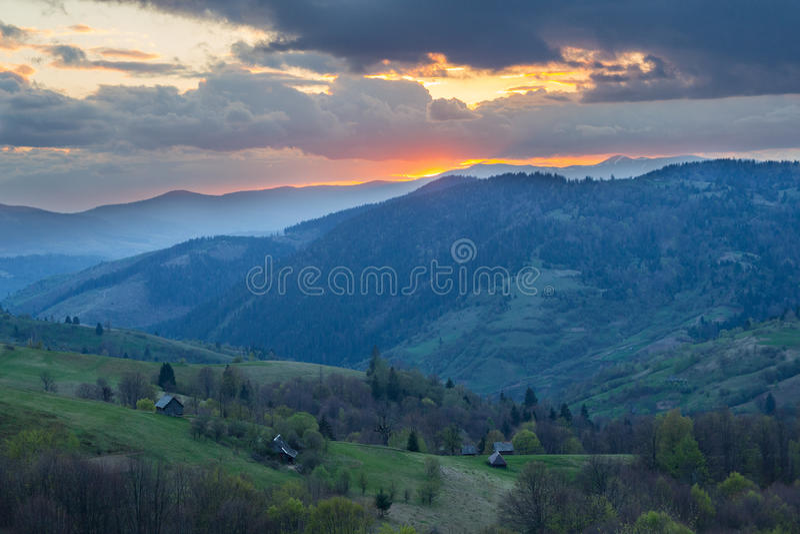 заход солнца гор ландшафта изображения hdr величественный прикарпатско стоковые изображения rf