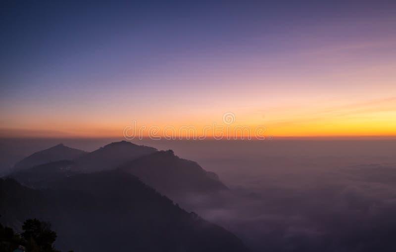 заход солнца гор ландшафта изображения hdr величественный стоковая фотография rf