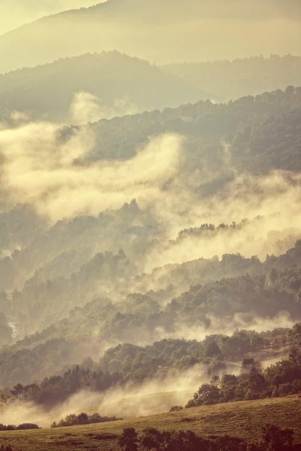 заход солнца гор ландшафта изображения hdr величественный стоковое изображение rf