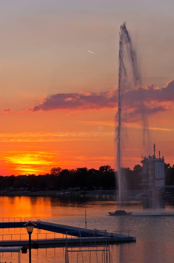 Заход солнца летнего времени на озере Ada, Белграде стоковая фотография rf