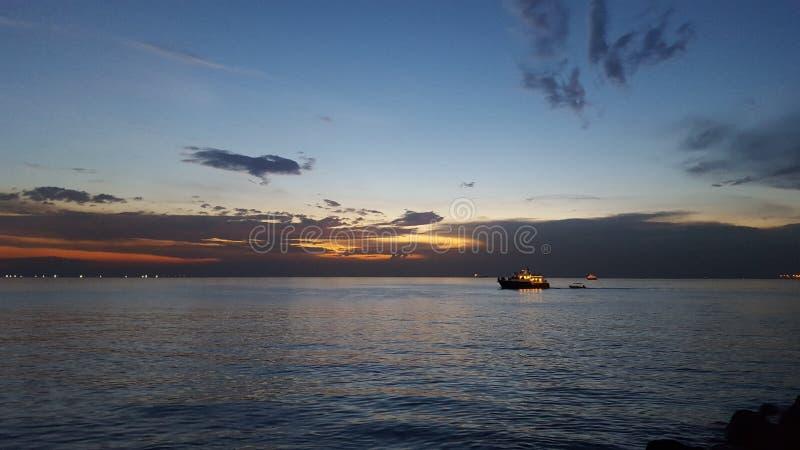 Заход солнца залива Манилы стоковые изображения