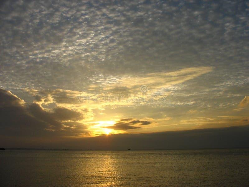 Заход солнца залива Манилы стоковые изображения rf