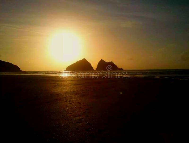 Заход солнца залива Holywell стоковые изображения