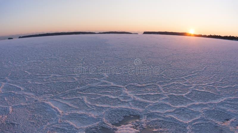 Заход солнца зимы на замороженном море стоковая фотография rf