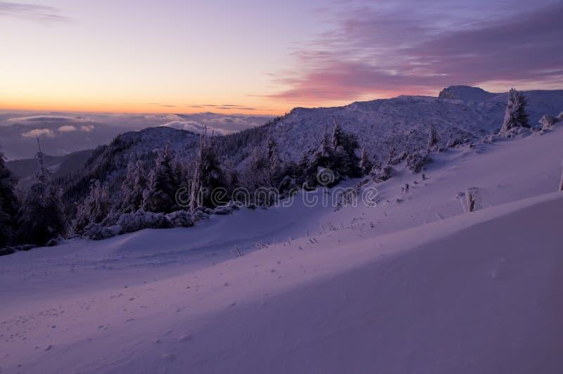 Download Заход солнца зимы стоковое фото. изображение насчитывающей место - 33738930