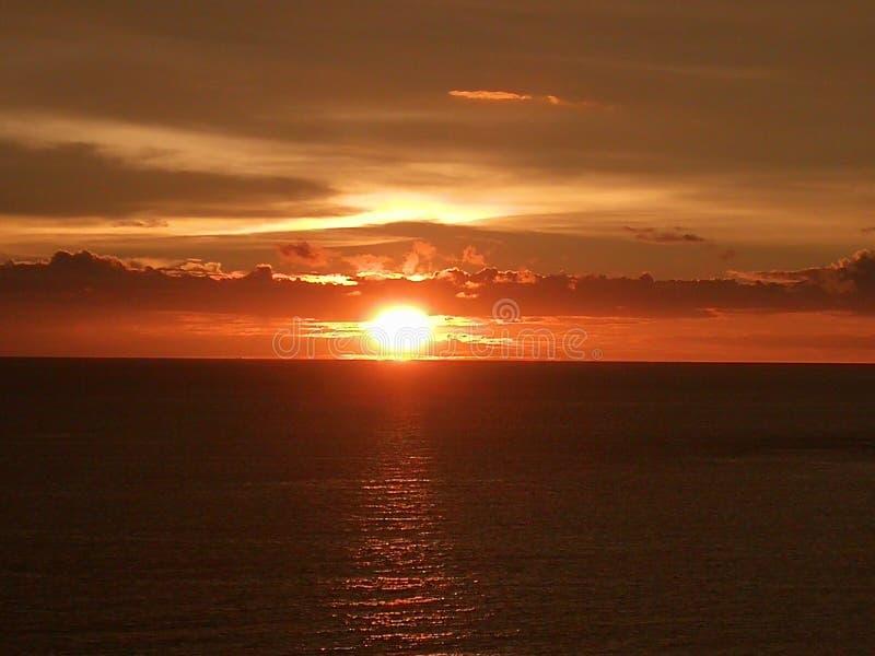 Заход солнца и вид на море в Пхукете стоковое изображение rf