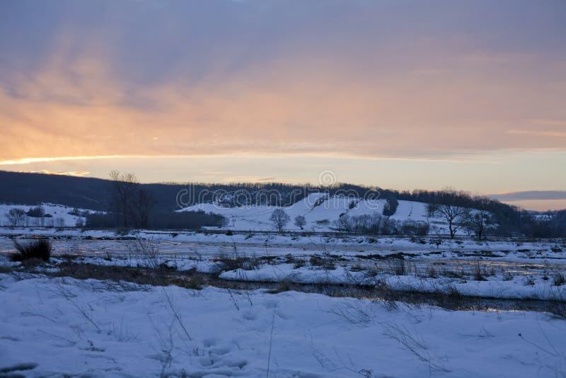 Заход солнца и гора стоковые фотографии rf