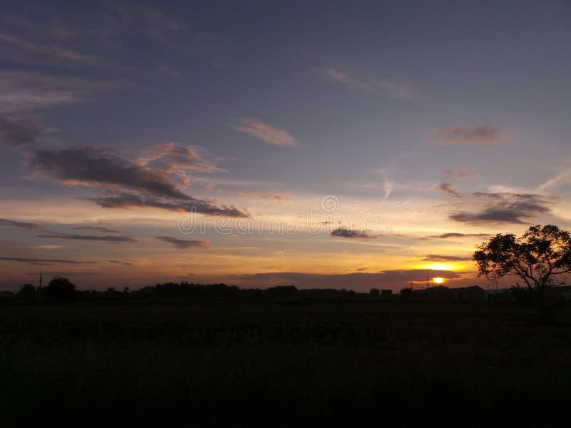Заход солнца и небо стоковое изображение rf