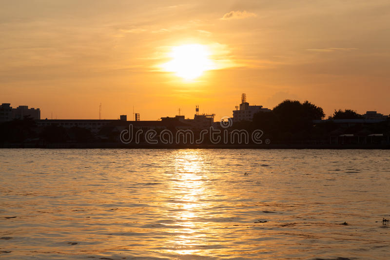 Заход солнца и река стоковое изображение