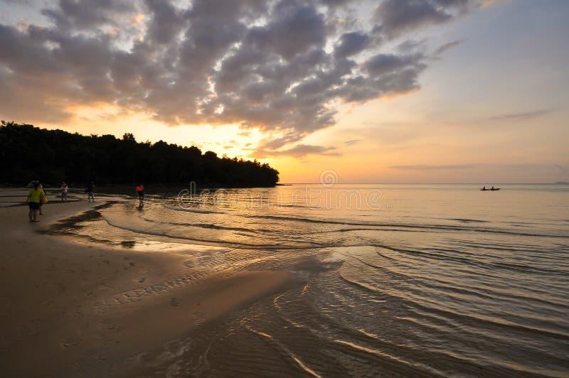 Заход солнца и seascape в Таиланде стоковая фотография rf