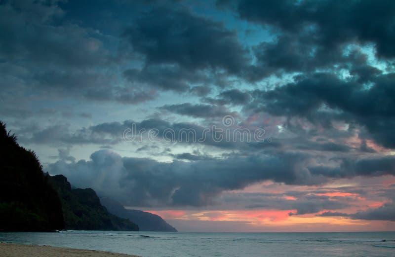 Заход солнца Кауаи, Гаваи стоковые изображения rf