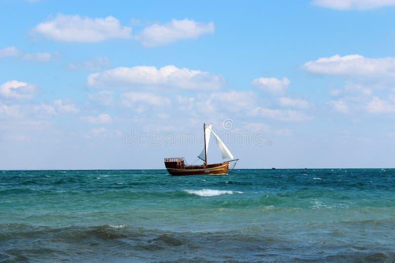 заход солнца корабля sailing ландшафта 3d стоковые изображения rf
