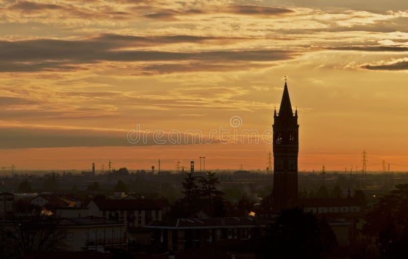 Заход солнца Ломбардии, Италии стоковое изображение rf