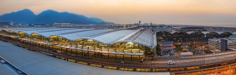 Заход солнца международного аэропорта Гонконга стоковые изображения