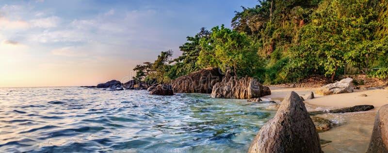 заход солнца моря утеса природы состава рай природы элемента конструкции состава стоковое изображение