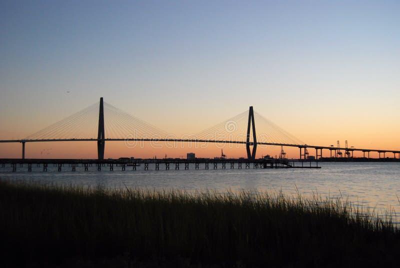 Заход солнца моста реки бондаря стоковые фотографии rf