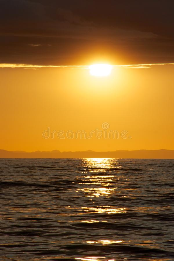 Заход солнца на Атлантическом океане стоковое изображение rf