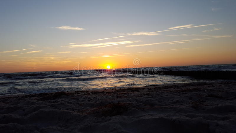 Заход солнца на Балтийском море стоковая фотография rf