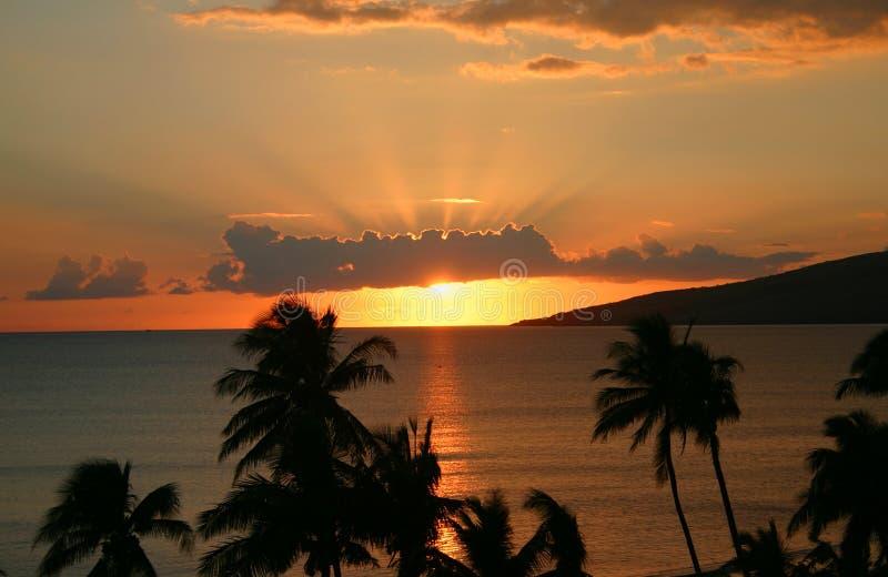 Заход солнца на береговой линии Залив Maalaea, Мауи, Гаваи стоковое фото rf