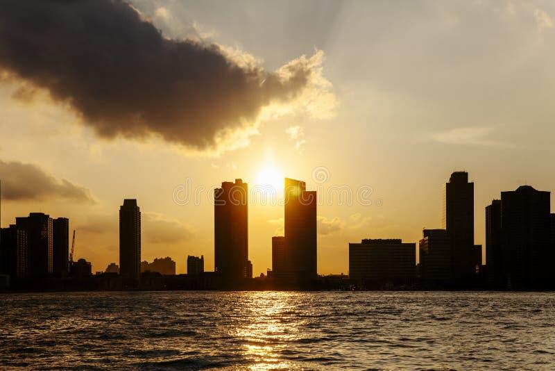 Заход солнца над верхним заливом, Нью-Йорком стоковые изображения rf