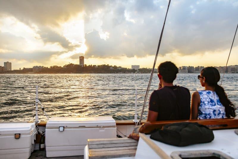 Заход солнца над верхним заливом, Нью-Йорком стоковая фотография rf