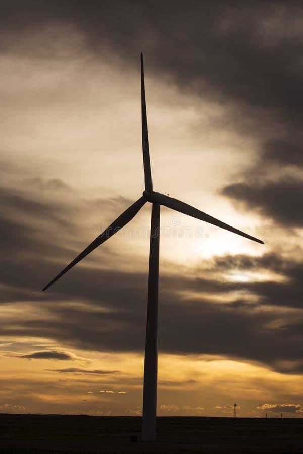 Заход солнца на ветротурбине Колорадо стоковое фото