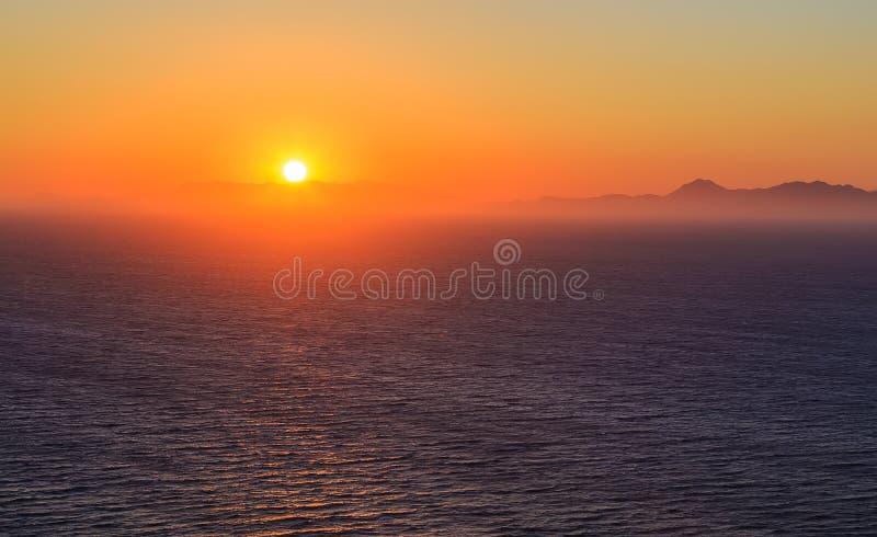 Заход солнца над горами и морем в Родосе стоковое изображение rf
