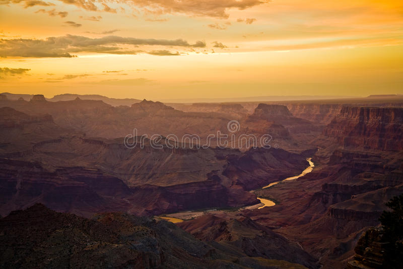 Заход солнца на гранд-каньоне увиденном от точки зрения пустыни, южного Ri стоковая фотография rf