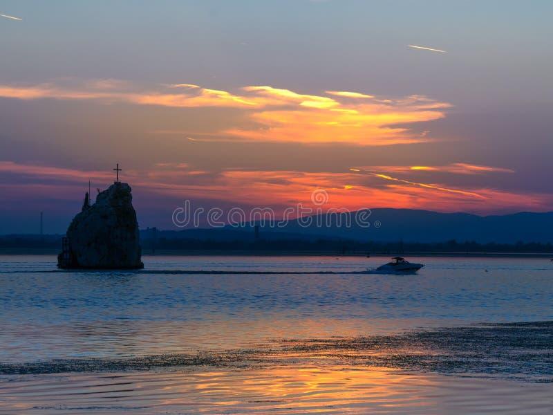 Заход солнца на Дунае, Молдавии Noua, Румынии стоковые фотографии rf