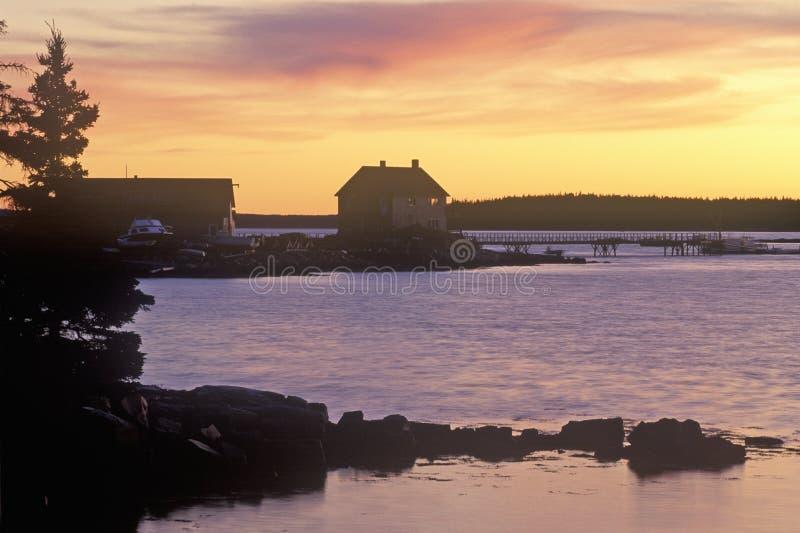 Заход солнца над деревней омара на необитаемом острове держателя в МНЕ стоковое фото rf