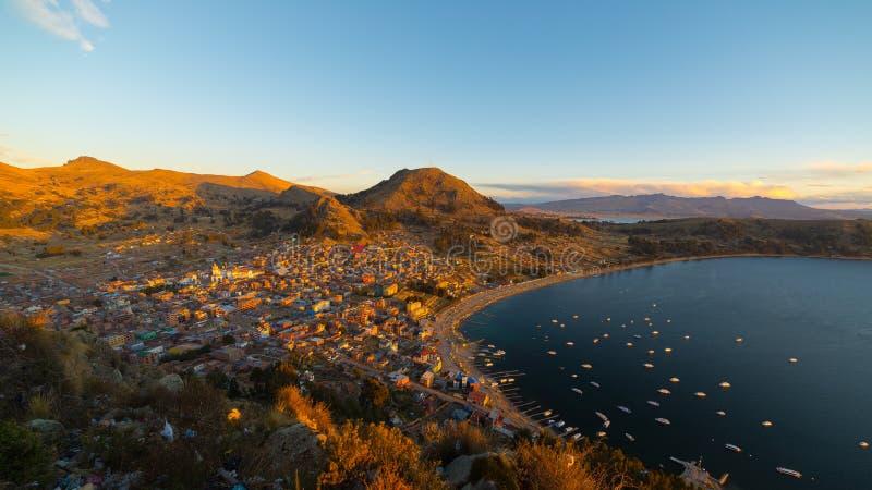 Заход солнца на заливе Copacabana, озере Titicaca, Боливии стоковое изображение rf