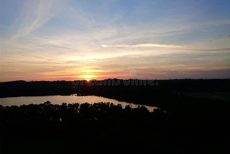 Заход солнца над карьером стоковая фотография rf