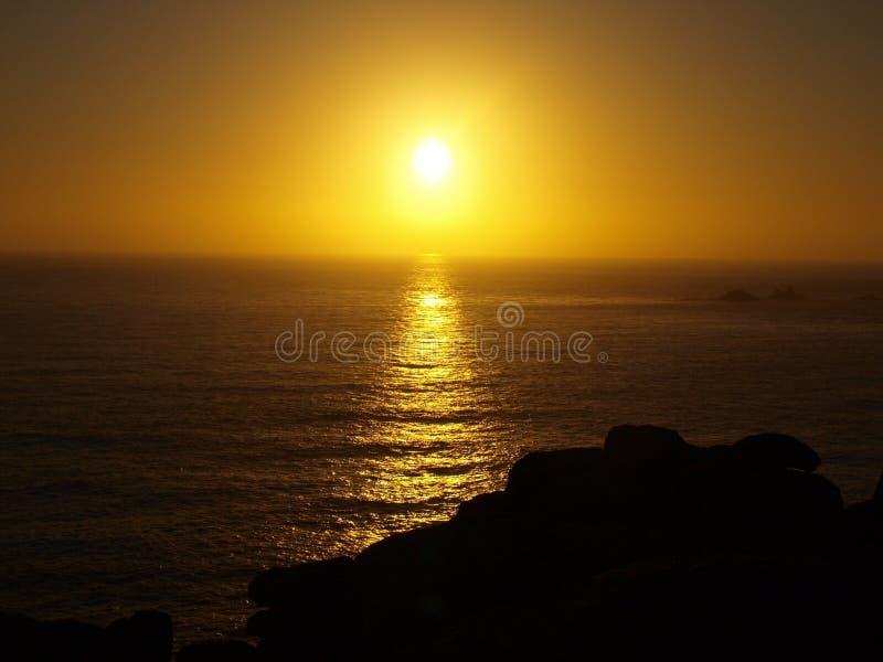 Заход солнца на конце земель в Корнуолле стоковые изображения