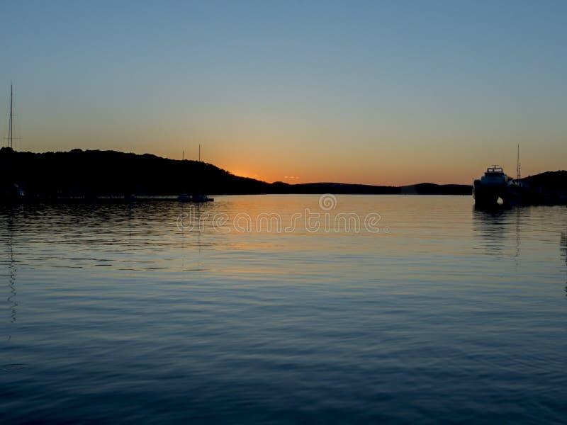 Заход солнца над морем в Хорватии стоковое изображение rf