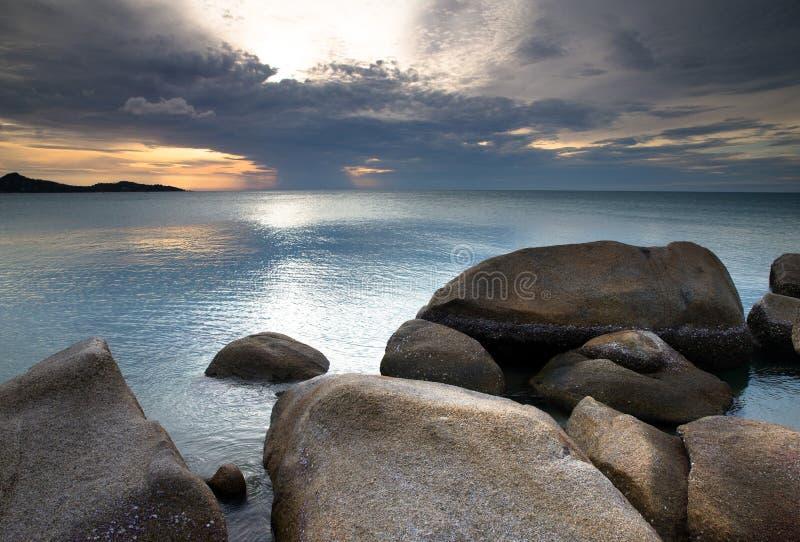 Download Заход солнца над морем стоковое фото. изображение насчитывающей вечер - 33729818